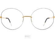 """Les Lindberg Strip3p Titanium 2404 sont des monture """"glass"""". C'est à dire des lunettes sans monture. Donc ,des lunettes très très légères. Comme il n'y a pas de monture, on est libre de changer la forme des verres comme on l'entend. Sur ce modèle, la tranche du verre est rainurée et coloriée avec de la peinture. Cette rainure colorée donne un peu plus de présence aux lunettes. Vous êtes tout a fait libre de le faire ou non. Comme vous êtes libre de choisir la couleur de la peinture. En résumé, les Lindberg Strip3p vous offrent une total liberté de forme et de couleur."""