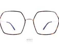 Les Tom Ford TF5630 sont de belles lunettes optiques en métal de forme hexagonale oversized. Fine et légères, leurs coté oversize vous offriront un super look.
