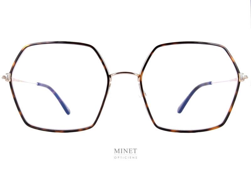 Les Tom Ford TF5615 sont de belles lunettes optiques en métal de forme hexagonale oversized. Fine et légères, leurs coté oversize vous offriront un super look.