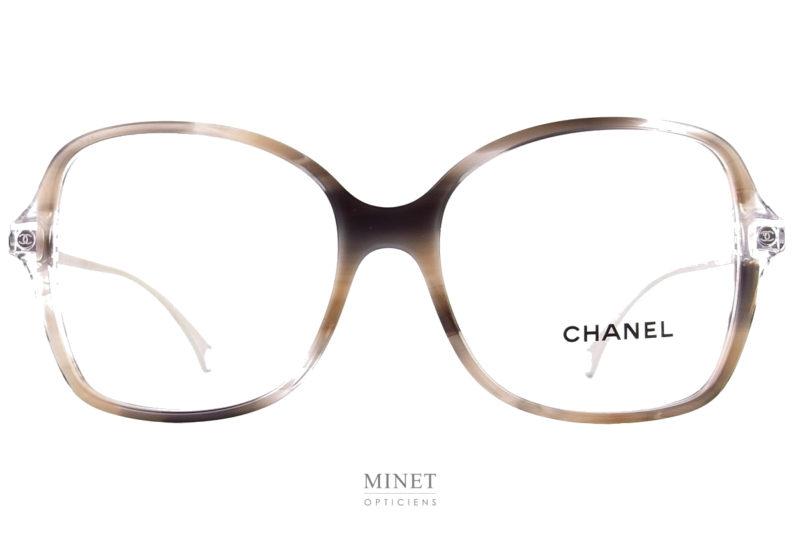 Lunettes optiques de luxe, Les Chanel 3399 C1663 sont de grandes lunettes optique pour dames de forme papillon et de couleurs très douce.