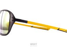 McLaren Solaires ULTIMATE SERIES 201. La série Ultimate de McLaren est une série très haut de gamme. Les montures sont faites par impression 3D de titane. C'est un procédé révolutionnaire permettant d'avoir des formes uniques. Et grâce au titane on garde une solidité et une légèreté exceptionnelle. Des solaires de luxe et exclusives. Comme leur voitures.