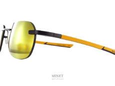 Solaires sport, les McLaren Super Séries 19 sont des lunettes de soleil de sport très légères et robustes. Les branches plate et souples rentreront facilement dans un casque sans occasionner la moindre gène. De très belles lunettes qui seront confortable aussi bien en usage quotidien qu'en sport moteur ou autre.