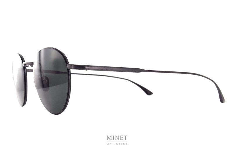 Lunettes de soleil ultra fine. Avec les Masunaga Date Line solaire on a de superbes lunettes discrètes et légères. Ces montures sont tellement fines qu'elles sont sertie dans le verres. Les matériaux et la finitionde ces MAsunaga solaires sont exceptionnelle, de vrais lunettes de luxe.