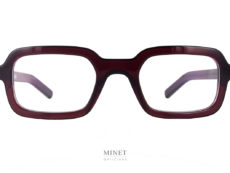 Oscar Magnuson Wes. Petite lunette rectangulaire. La monture épaisse donnera beaucoup de forces et de caractères. les lignes très pures sont toujours très belles. Elles font partie de la marque de fabrique de la collection Oscar Magnuson.