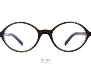 Petites lunettes ovales délicieusement rétro. En acétate de cellulose de couleur kaki. Très beau design. Telles sont les lunettes optiques Oscar Magnuson Teddy.