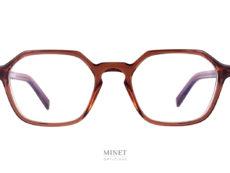 Avec les Oscar Magnuson Miles, nous avons, pour une fois, des lunettes de taille moyenne et de forme hexagonale. Originales, et très sobres. Et comme toutes les lunettes de la marque, nous avons des lignes très pures.