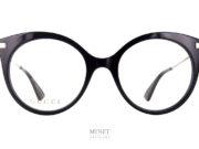 Grande, Noire, Super Féminine, Très chic ne sont que quelques qualificatifs de la Gucci GG 109O. C'est une monture de style, c'est une paire de lunettes de luxe, c'est un très bel objet. Lunettes de style, hors du commun...