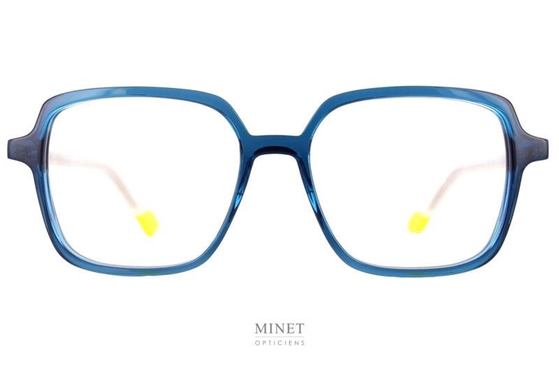 Lunettes de créateurs, les Face à Face Norma 3 bleues sont de grandes monture rectangulaires au look vintage. Des lunettes luxe pour dames.