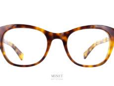 Monture optique pour dames de style vintage. La Lesca Nemo est de forme papillon et de couleur écaille demi blonde. Fabriquées avec de l'acétate haut de gamme.
