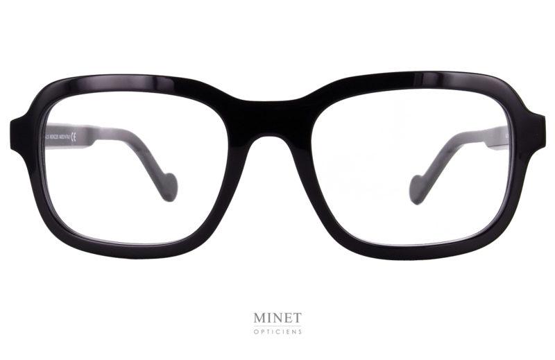 Les lunettes de luxe Moncler 5100 sont de très belles lunettes noires pour hommes. Grandes montures et très épaisses, elles sont pleines de caractères.