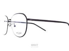 Les Saint Laurent SL448 sont de nouvelles monture en métal. Très fines et légères, la monture est de couleur noire et les verres sont de forme arrondies.
