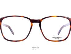 Les Saint Laurent SL 186-B SLIM sont de grandes lunettes rectangulaires pour hommes . La série SLIM de chez Saint Laurent est une façon de faire exclusive de chez eux. Visuellement la monture a l'air la même mais, elle est beaucoup plus fine. L'épaisseur a été réduite au maximum, afin d'offrir une paire de lunettes légère tout en gardant de la présence, du style et de la personnalité.