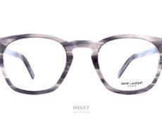 Lunettes Saint Laurent SL 30 SLIM grises. La série SLIM de chez Saint Laurent est une façon de faire exclusive de chez eux. Visuellement la monture a l'air la même mais, elle est beaucoup plus fine. L'épaisseur a été réduite au maximum, afin d'offrir une paire de lunettes légère tout en gardant de la présence, du style et de la personnalité.