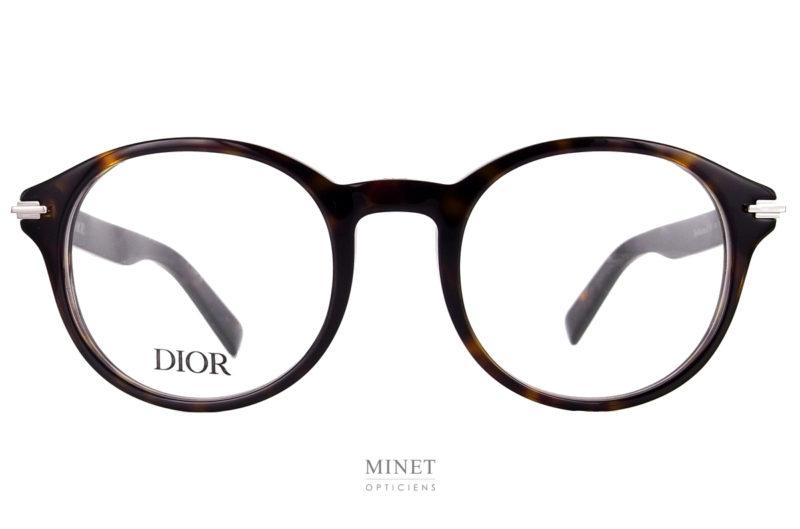 Christian Dior Black Suit O RI .La Black Suit est une série de lunettes pour hommes. Montures de caractère aux finitions irréprochables. Elles sont décorées d'un très bel insert de style art déco.