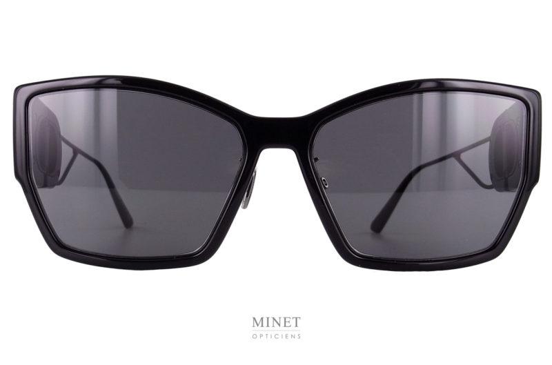 Grandes solaires pour dames. Les Dior 30Montaigne BU sont le renouveau de ce que la Maison Dior veux vous mettre devant les yeux. Peut être le futur du style des solaires que nous porterons tous... A voir... En attendant ces superbes lunettes de soleil vous apporteront un style très marqué et un look en avance sur votre temps.