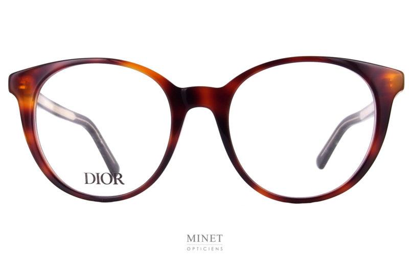 Les lunettes Dior DiorSpirito RI sont des lunettes optique de taille normale. Pas oversized. De forme pantos en écaille et de style plutôt classique. Elle n'en demeurent pas moins très élégantes.