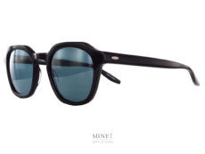 Petite lunettes de soleil en acétate, montées de verres gris-bleus 100 UV. Telles sont les lunettes Barton Perreira Tucker...