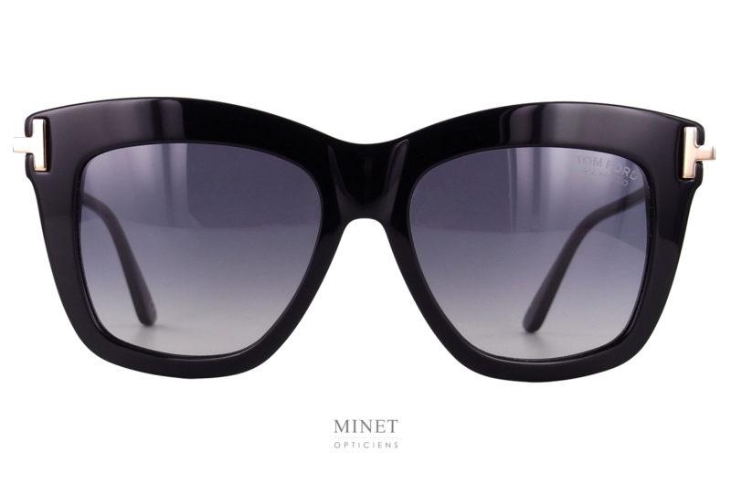Superbe lunettes de soleil, les Tom Ford Dasha sont de grandes solaires de luxe pour dames. la face très épaisse contraste avec les fines branches dorées en métal.