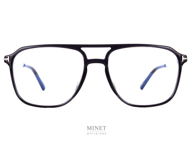 Les Tom Ford TF5665-B sont des lunettes pilote vintage pour hommes. La face est en acétate de cellulose tellement fine qu'on dirait presque qu'elles sont en métal. C'est une belle prouesse technologique. On y trouve, d'origine, des verres filtrant la lumière bleu des écrans. Donc, si vous n'avez pas besoin de verres correcteurs elle sont déjà prêtes a être utilisées pour le travail sur écrans.