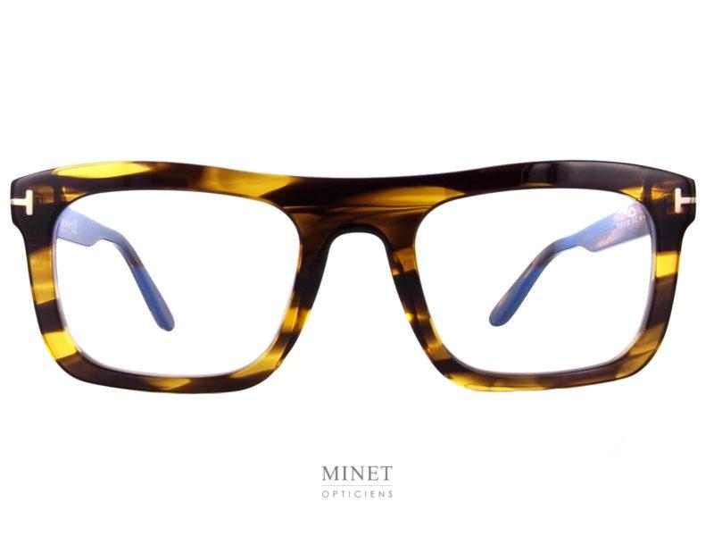 Lunettes Tom Ford TF5757-B . Montures très marquées, épaisses et rectangulaires. De vrais lunettes ayant un caractère affirmé.