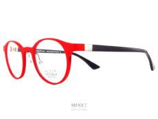 """Les Face à Face Alium S2. Nouvelle collection, très belles petites lunettes ronde. Celles ci sont, de plus, colorées d'un superbe rouge vif qui attirera tous les regards. La face en allu et les branches en acétate de cellulose vous offriront un confort et un look unique. En résumé, il ne s'agit pas que d'une simple monture de lunettes, mais d'une vrai lunettes """"plaisir"""", une monture """"accessoire"""". Vous ne porterez plus de lunettes par nécessité. Ce sera une réjouissance quotidienne que de se promener avec un si bel objet sur le nez."""