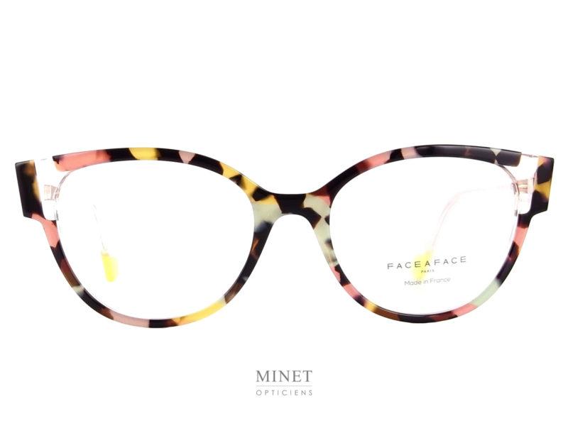 Face à Face Eileen Très belles lunettes en acétate de cellulose de forme très féminine et super colorée. Super colorées de forme papillon.