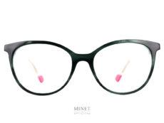 Les Face à Face Norma sont de très belles lunettes ayant une face noire et des branches cristal. les embouts des branches sont roses, histoire de renforcer le côté féministe de cette très belle monture.