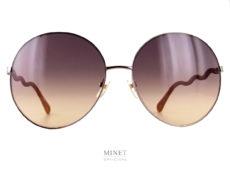"""Très belles lunettes rondes oversized. Les Chloé CH0055S sont de superbes lunettes de soleil de luxe. Fines et légères, montées de branche """"serpentins"""" lui donnant un chouette look et la différenciant d'une solaire lambda."""