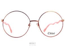 Les lunettes optiques Chloé CH0057O sont de grandes lunettes rondes fines et légères. Les branches serpentin y ajoutent une touche jeune et originale.